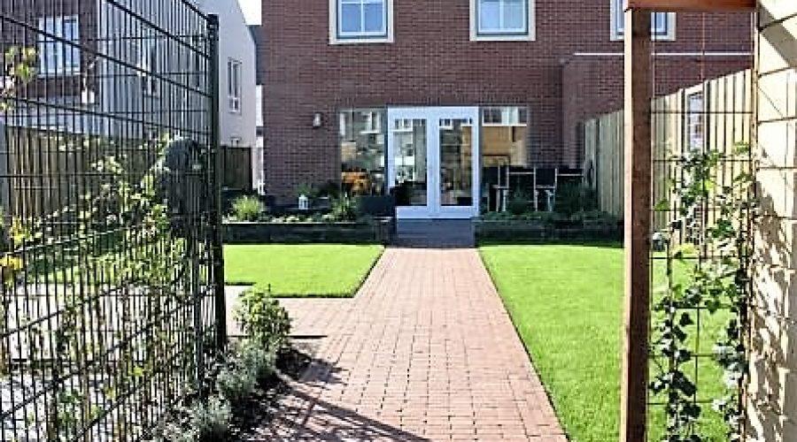 Ruime tuin bij nieuwe woning